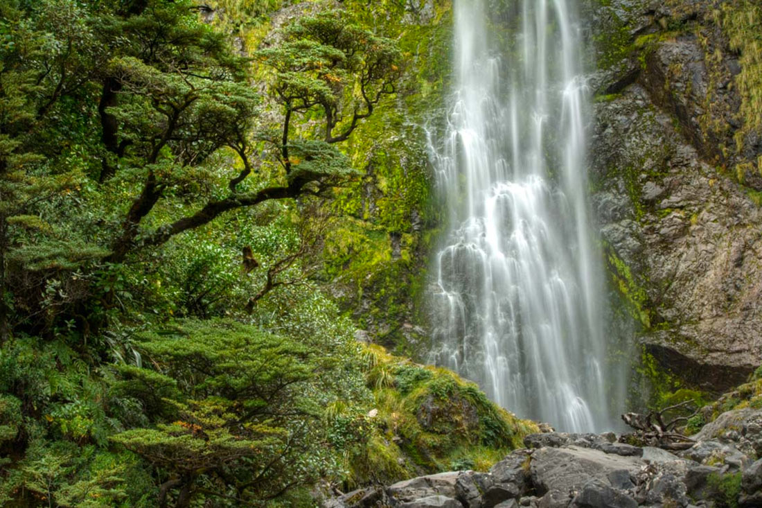 Devils Punchbowl Waterfall in Arthur's Pass - A 1 hour round trip walk